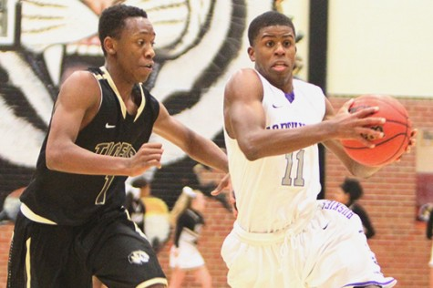 Boys basketball defeated by Lee's Summit