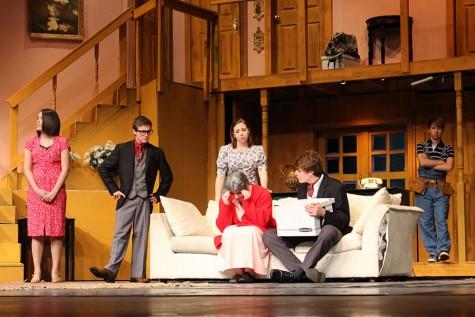 """""""Noises Off"""" – a double cast play"""