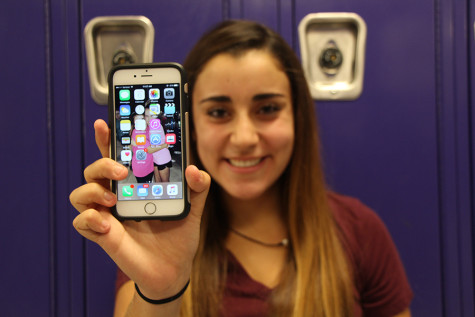 Students review the iPhone 6s and the iOS 9 update