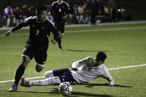 Boys soccer defeats Dodge City, advancing to state championship game