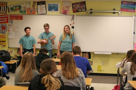 Students and staff react to Ukulele Club serenades