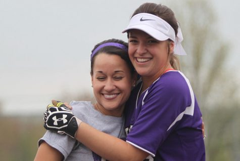 Softball loses to BVW twice in teacher appreciation double header