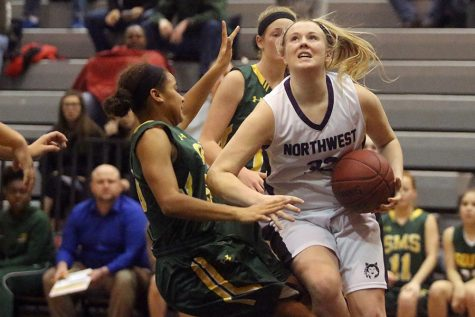 Girls basketball gets first win of season, beats SMS, 59-58