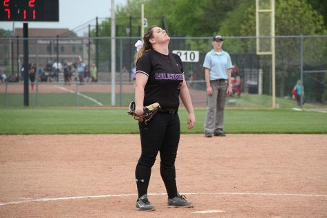 BVW sweeps softball, dropping Huskies record to 2-8