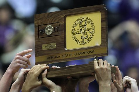 Huskies hold on, defeat Lions 64-61 to win state title