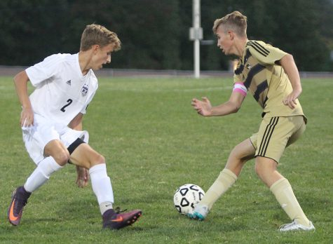 Varsity soccer scores goal in overtime, defeats Lee's Summit, 2-1