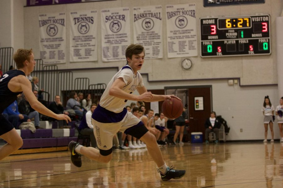 Huskies remain undefeated in EKL, defeat Mill Valley, 62-25