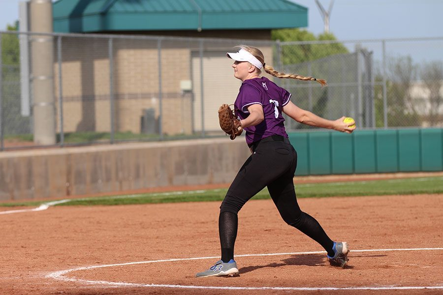 Softball program adjusts to challenges of cancellations