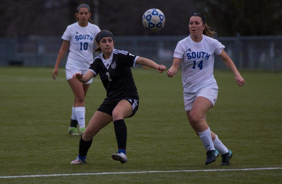 Girls soccer falls to Olathe South, 3-2
